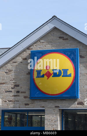 Exterior shop logo of Lidl store in Bodmin, Cornwall. - Stock Image