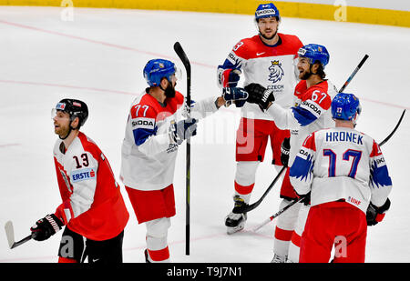 Bratislava, Slovakia. 19th May, 2019. L-R Patrick Obrist (AUT) pass by, as Czech players Milan Gulas, Jan Kovar, Michael Frolik and Filip Hronek celebrate goal in the match between Austria and Czech Republic within the 2019 IIHF World Championship in Bratislava, Slovakia, on May 19, 2019. Credit: Vit Simanek/CTK Photo/Alamy Live News - Stock Image