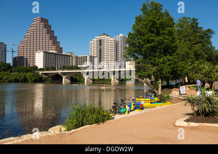 People enjoy paddling on Lady Bird Lake Austin skyline Texas USA - Stock Image