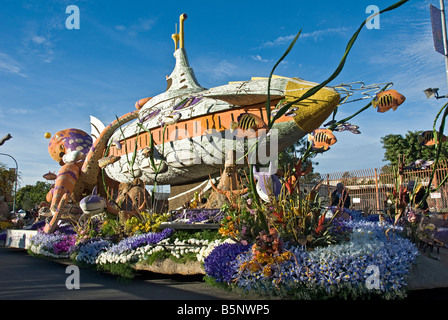 """Long Beach CA, Rose Parade Float, decorated mixed flowers,""""Passport to the Pacific,"""" , submarine - Stock Image"""