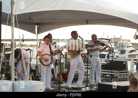 180824-N-HG258-1051 WASHINGTON (August 24, 2018) Members of the U.S. Navy Band Country Current perform during an afternoon Concert at Yards Park in Washington, D.C. The concert is part of the Navy Band's ongoing mission to build outreach and awareness of the Navy mission. (U.S. Navy photo by Senior Chief Musician Stephen Hassay/Released) - Stock Image