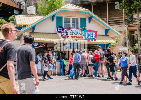 people lineup in front of a snack and icecream shop outdoor in the summer - Stock Image