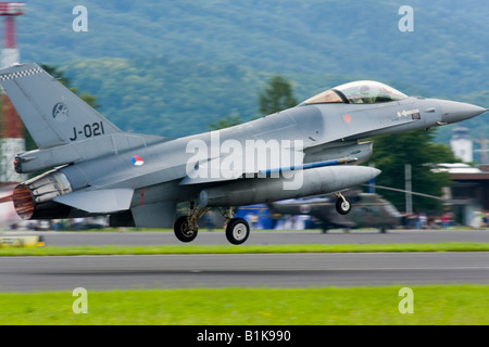 Viper F-16 of Netherlands Air Force taking off, Airshow Maribor 2008, Slovenia June 15, 2008 - Stock Image