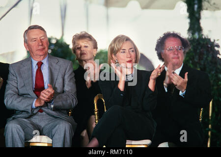 U.S. First Lady Hillary Clinton sits with Journalist Robert MacNeil, left, and Music Director of the Metropolitan Opera James Levine, right, during the National Medal of Arts and Humanities awards during a ceremony on the South Lawn of the White House September 29, 1997 in Washington, DC. - Stock Image