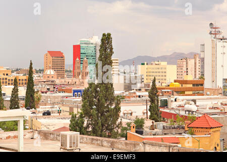 Elevated view of Chihuahua City, Mexico with downtown, neighborhoods, high-rise offices and mountains in the background. - Stock Image