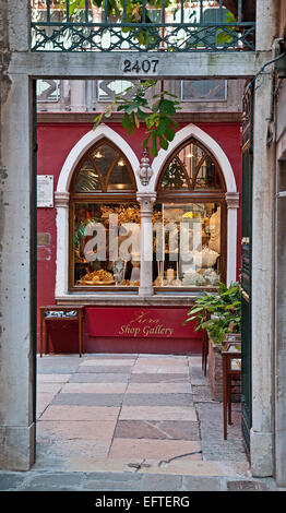 Famous Zora art gallery atelier and shop on Calle Larga XXII Marzo Venice Italy  Lord Byron stayed here ZORA ART - Stock Image