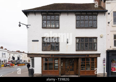 The former site of Crabtree and Evelyn, a beauty products shop, which has disappeared from Stratford upon Avon lies empty in the centre of town - Stock Image