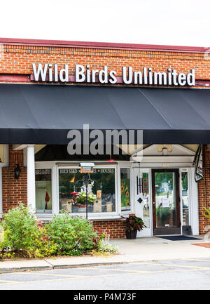 HICKORY, NC, USA-21 JUNE 18:  Wild Birds Unlimited operates over 300 stores in the U.S. and Canada, specializing in bird seed, bird feeders, and other - Stock Image