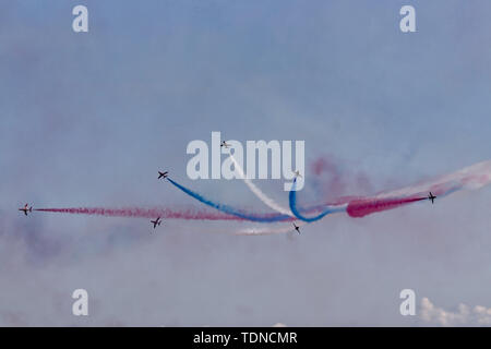Red Arrows breaking off at bottom of descent - Stock Image