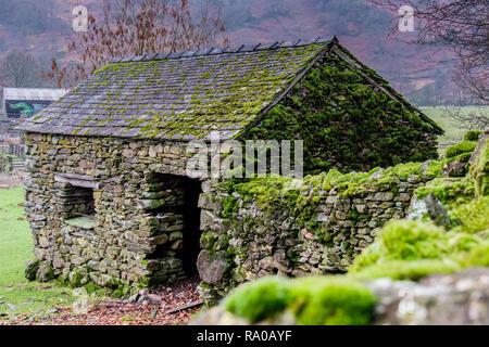 Stone barn near Helm Crag, Grasmere, Lake District, Cumbria - Stock Image