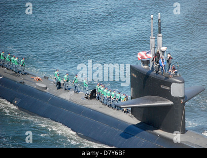 USS Dallas gets underway from Naval Submarine Base New London. - Stock Image