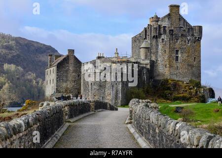 Eilean Donan Castle on the shore of Loch Duich near Dornie in Wester Ross, Highland Region, Scotland - Stock Image
