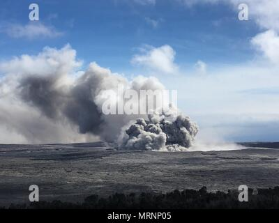 An ash plumes rises from the Halemaumau crater at the summit of the Kilauea volcano May 23, 2018 in Pahoa, Hawaii. - Stock Image
