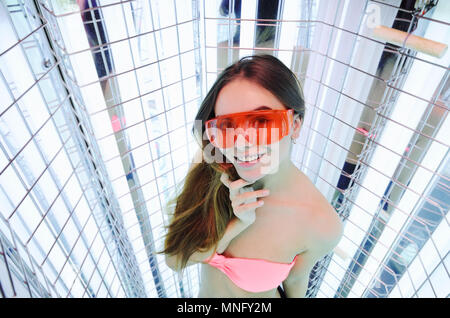 girl goes light therapy session - Stock Image