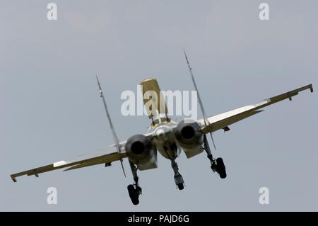 final-approach after flying-display with spoiler deployed at the 2005 Paris AirShow, Salon-du-Bourget - Stock Image