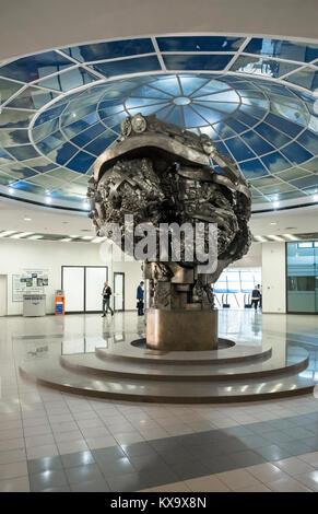 Large modern sculpture inside the entrance lobby of Bagration Bridge Metro Station, Presnenskaya nab, Moscow, Russia. - Stock Image