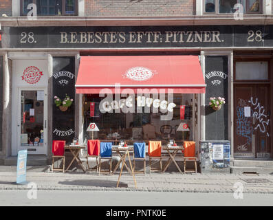 Café Hygge on sunny and colourful Nørrebrogade, in Copenhagen - Stock Image