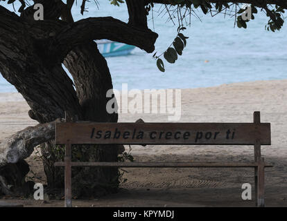 Seat with the inscription  'Isabela crece por ti', Isabela grows for you,  on the white sandy beach of Playa Isabela - Stock Image