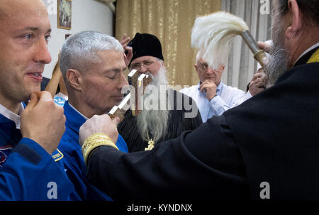 Russian Orthodox Priest, father Sergei, right, blesses Expedition 53 Mark Vande Hei of NASA, right, ahead of his - Stock Image