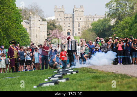 Windsor, UK. 22nd April 2019. John Matthews, borough bombardier, supervises a child dressed as a guardsman in firing a small cannon as part of a traditional 21-gun salute on the Long Walk in front of Windsor Castle for the Queen's 93rd birthday. The Queen's official birthday is celebrated on 11th June. Credit: Mark Kerrison/Alamy Live News - Stock Image