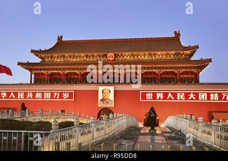Security guard in front of Tiananmen, Beijing - Stock Image