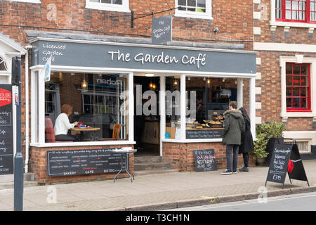 A couple looking in the window of the Garden Cafe, an artisan Bakery bistro cafe in Stratford upon Avon, Warwickshire, England - Stock Image