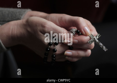 Woman with rosary - Stock Image