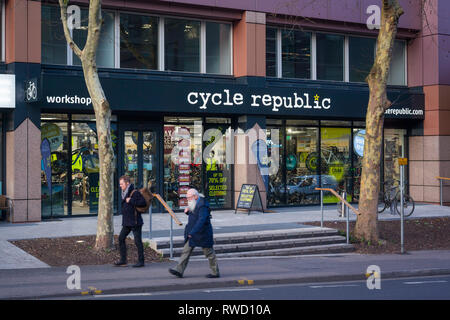 The Cycle Republic store close to Reading Station in Reading, Berkshire. - Stock Image