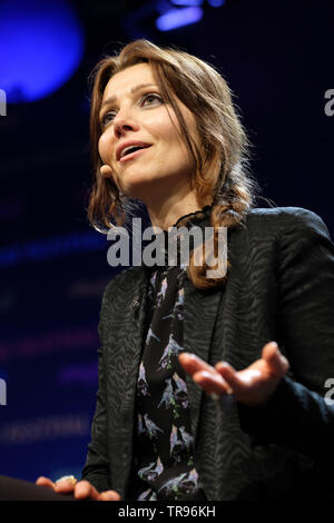 Hay Festival, Hay on Wye, Powys, Wales, UK - Friday 31st May 2019 - Author Elif Shafak on stage at the Hay Festival giving the Wellcome Book Prize Lecture 2019 on the subject How To Stay Sane in an Age of Populism. Photo Steven May / Alamy Live News - Stock Image