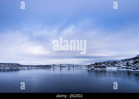 Gisund Bridge joins Senja Island to the Norwegian mainland at Finnsnes, Troms County, Norway. - Stock Image