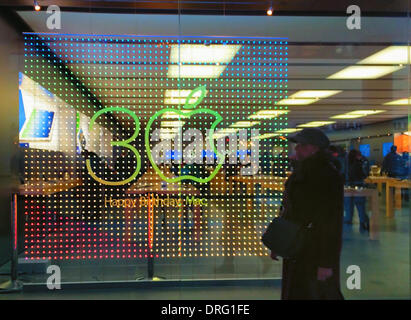Garden City, New York, U.S. January 24, 2014. 30 years after Steve Jobs introduced the Macintosh computer to the public, this Apple store front window has colorful animated electric display with '30 Happy Birthday Mac' and the Apple logo is used for the 0 (zero) in the number 30 (thirty). Photo taken with an Apple iPhone 5S. Credit:  Ann E Parry/Alamy Live News - Stock Image