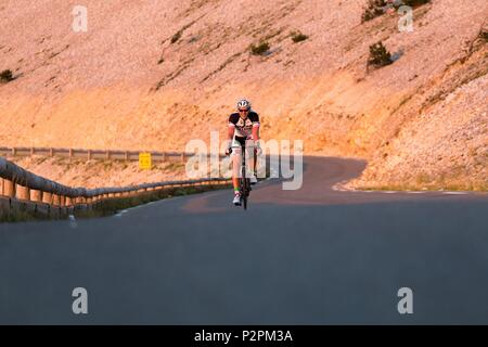 France, Vaucluse, cyclist in the descent of Mont Ventoux - Stock Image