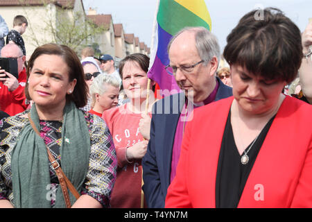 Sinn Fein Leader Mary Lou McDonald (left), DUP leader Arlene Foster (right) with Sara Canning (centre), the partner of 29-year-old journalist Lyra McKee, at a vigil in Londonderry, Northern Ireland, following her death last night after guns were fired and petrol bombs were thrown in what police are treating as a 'terrorist incident'. - Stock Image