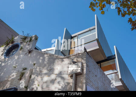 An ultra modern home (Dragon Kite) that has been built on a small site in Surry Hills with the original building facade of an old stable preserved - Stock Image