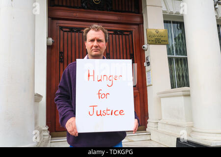 London, UK. 17th June, 2019. Richard Ratcliffe stages a hunger strike outside the Iranian Embassy in London to protest against the continued imprisonment of his wife Nazanin Zaghari Ratcliffe who has been held on alleged spying charges Iran since 2016 in a five year prison sentence Credit which she denies: amer ghazzal/Alamy Live News - Stock Image