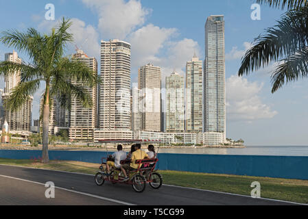 waterfront in front of the skyline in panama city - Stock Image