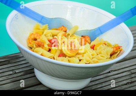 Italian pasta salad with shrimps - Stock Image