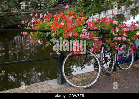 City center and bicycle parked on a bridge in Amsterdam, Netherlands - Stock Image
