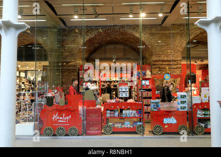 Hamleys toy shop at St Pancras Station in the Kings Cross area people shopping at Christmas in London UK  KATHY DEWITT - Stock Image