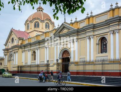 Side view of the Cathedral in the centre of Piura, Peru - Stock Image