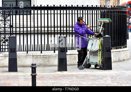 London, England, UK. Streetsweeper in Westminster, next to the QE2 centre - Stock Image