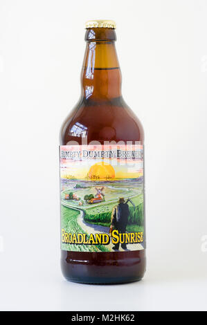 A bottle of real ale from East Anglian Humpty Dumpty Brewery - BROADLAND SUNRISE depicting a farming scene in UK - Stock Image