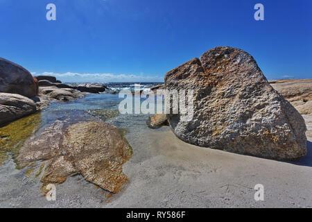 Scenic coastal beauty of southern Bay of Fires at Cosy Corner, Binalong Bay, Tasmania, Australia. - Stock Image