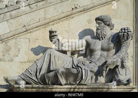 Palazzo Senatorio, in Piazza del Campidoglio de Roma or Capitoline square, Rome, Lazio, Italy, statue of Nile River god - Stock Image