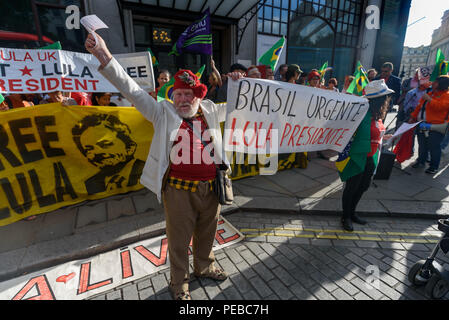 London, UK. 13th August 2018.  Scottish activist Harry McEachan supports the Brazilians protesting outside the Brazilian embassy calling for the release of Luiz Inacio Lula da Silva, a former trade union leader who was President of Brazil from 2003-11 to enable him to stand for election again in October. Credit: Peter Marshall/Alamy Live News - Stock Image