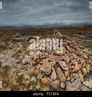 Stone cairn, Brae of Achnahaird, west coast of Scotland. - Stock Image