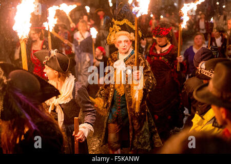 Lewes, East Sussex, UK. 5th November, 2015. With over 4000 people in costume in processions and 26,000 flaming torches, - Stock Image