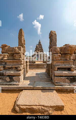 Vertical view of the Shore temple at Mahabalipuram, India. - Stock Image