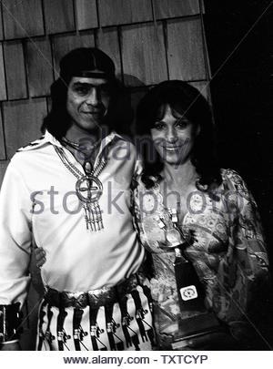 Albert Young Lee and Loretta Lynn. Credit: 1291032Globe Photos/MediaPunch - Stock Image