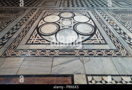 Marble floor decorated with geometrical patterns at Sultan al Ghuri Mausoleum, Cairo, Egypt - Stock Image